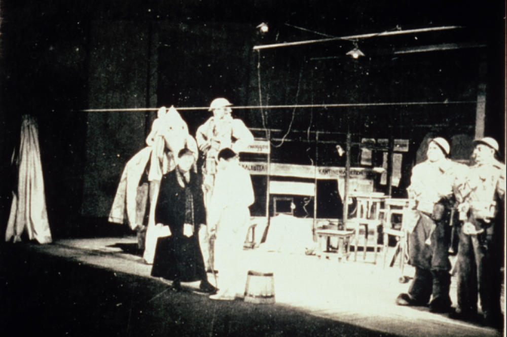 brecht themeasurestaken This 'learning play' (lehrstück) was first performed on 14-16 december 1930 in berlinit was first published in 1930 but brecht published a revised version of the play in 1931 reviewing the play in january 1931, alfred keményi called it 'epoch-making' (see keményi (below), p 550.